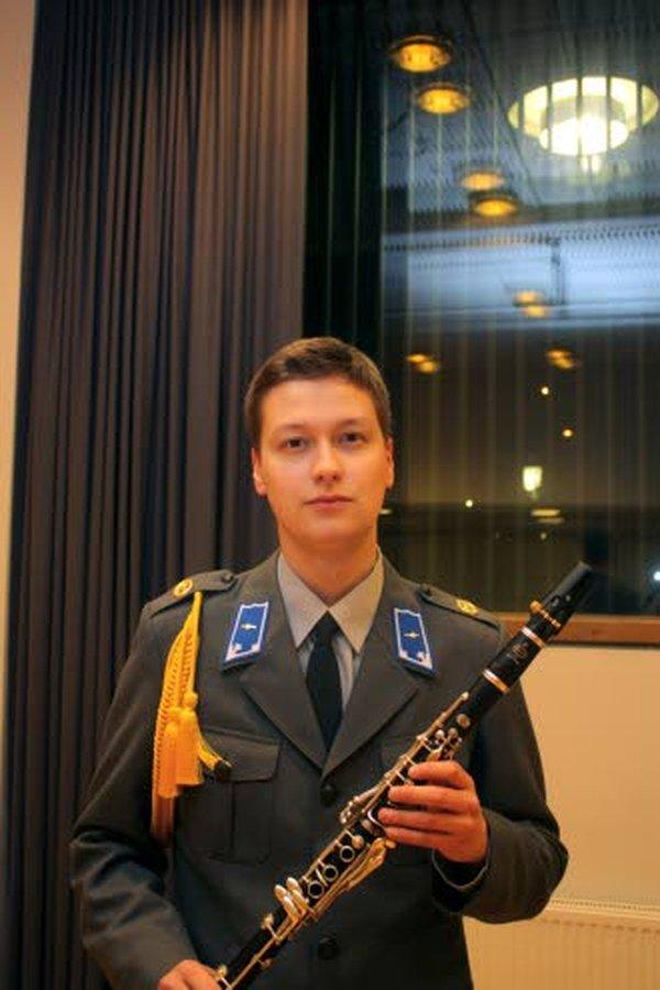 Oulussa lapsuutensa ja nuoruutensa viettänyt Samuli Turunen on työskennellyt Kaartin soittokunnassa lokakuun alusta saakka. Kaartin soittokunta harjoittelee Finlandia-talon pohjoispäädyssä.
