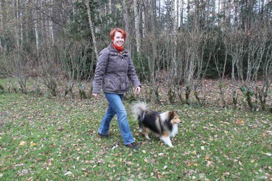 Nora Andersonin lapsuudenkodissa oli aina lemmikkieläimiä, ja hänestä kasvoikin hyvin eläinrakas. Nora ja Romppu-koiransa iloitsevat Lahden hyvistä lenkkimaastoista.