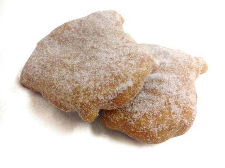 Omenapossumunkit ja lihapiirakat ovat Helenan Kotileipomon suosituimmat tuotteet.
