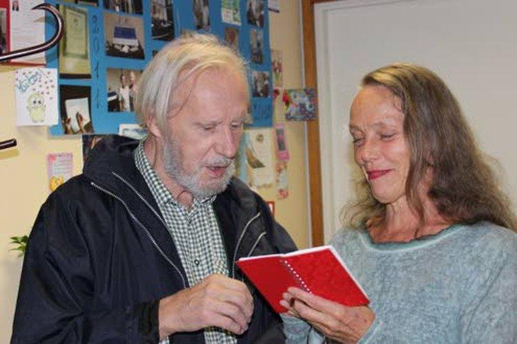 Riitta-Liisa Helminen on iloinen siitä, että hänen miehensä Taisto-Bertil Orsmaa on oppinut hallitsemaan Alexander-tekniikan avulla iskiaskipujaan. Helminen on Alexander-tekniikan opettaja.