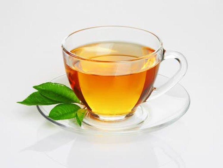 – Pehmeän makuinen vihreä tee syntyy, kun haudutat teelehtiä 70-asteisessa vedessä noin 3 minuuttia. Pidempi haudutusaika tekee teestä kitkerää. Vihreän rooibosteen haudutusaika on reilusti pidempi, 12–15 minuuttia, eikä teestä kuitenkaan tule kitkerää, Irma Rissanen kertoo.