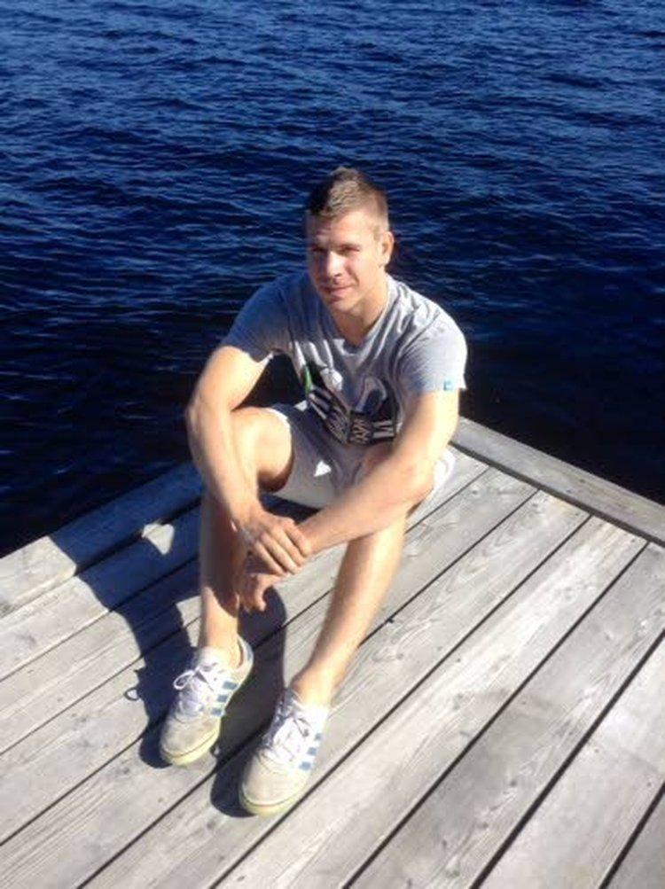 Verkkoon upposi! riemuitsevat Miikka Salomäki ja Joonas Donskoi.