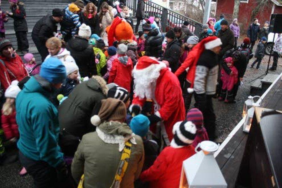 – Ii on sopivan kokoinen tällaisiin tapahtumiin. Ollaan riittävän tuttuja ja osataan porukalla kehittää jotain, joka innostaa paikallisia ja kiinnostaa muitakin, sanoo joulunavaustapahtuman tapahtumavastaava Riitta Räinä.