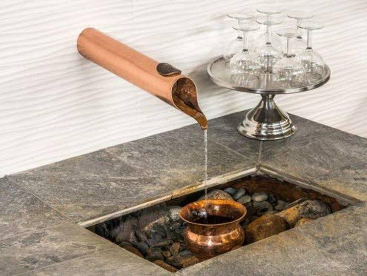 Runnivesi sisältää runsaasti sekä rautaa että piihappoa. Lisäksi siinä on 25 muuta mineraalia ja kivennäisainetta. Runnin terveyslähde tuli virallisesti tietoisuuteen noin 270 vuotta sitten.