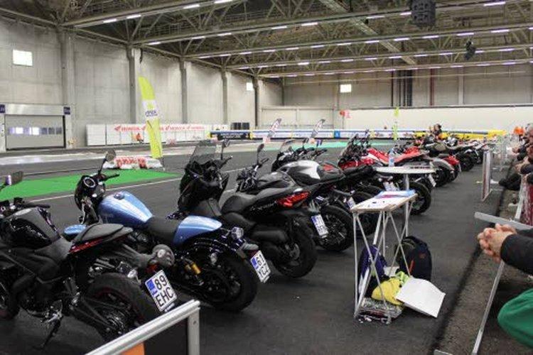 Helmikuun ensimmäisenä viikonloppuna järjestettyjen moottoripyörämessujen yksi vetonauloista oli Euroopan pisin sisäkoeajorata. Ajettavana oli yli 30 pyörää 13 eri merkiltä.