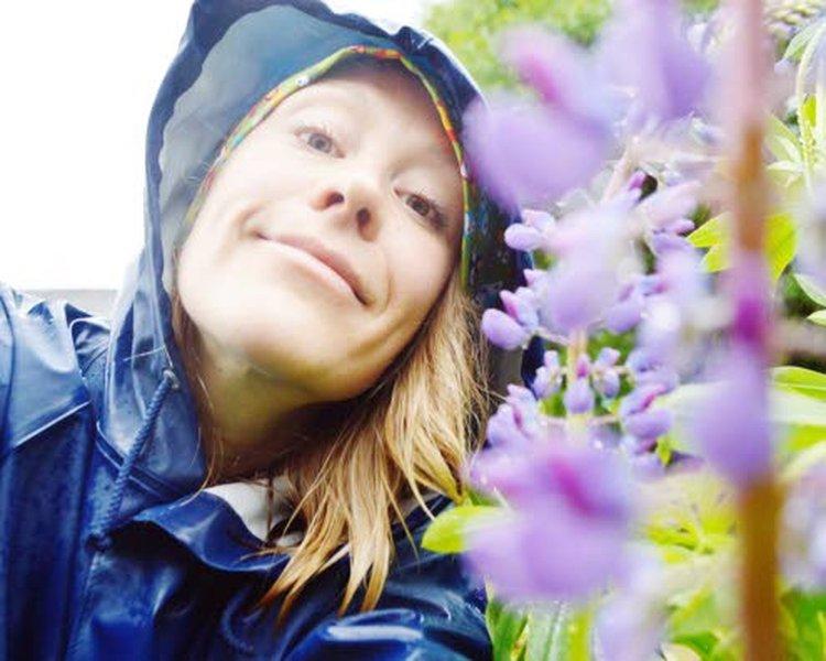 Artikkelin kirjoittaja Ulla-Maija Takkunen on puutarhatalouden hortonomi ja ekologinen puutarhurinna Yli-iistä sekä hyötykasviyhdistyksen Oulun alueosaston puheenjohtaja.