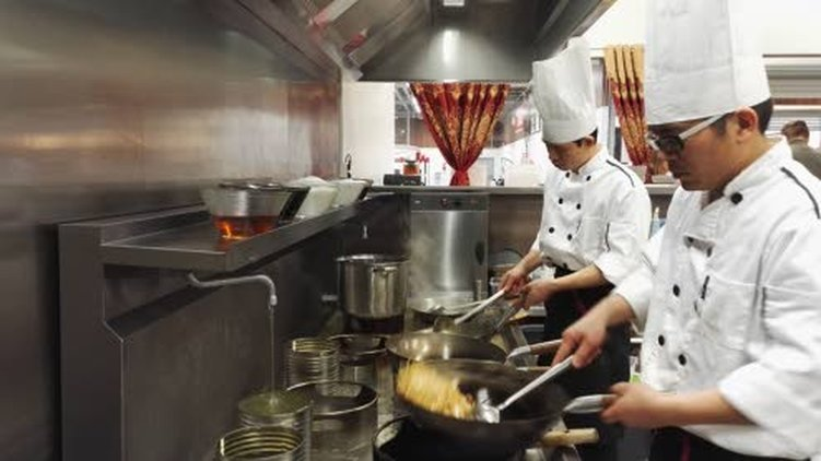 Ravintolan kokit ovat aikaisemmin työskennelleet Englannissa kiinalaisissa ravintoloissa.