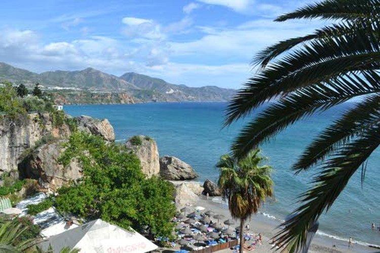 Nerja on yksi Espanjan Aurinkorannikon idyllisistä rantakaupungeista.