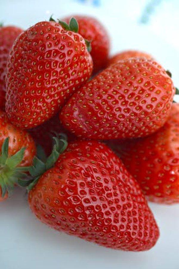 Runsaasti C-vitamiinia sisältävä mansikka on erinomainen flunssantorjuja ja nestekierron vauhdittaja.