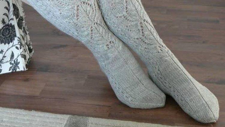 Rakkaudella neulotut sukat lämmittävät sekä mieltä että varpaita.