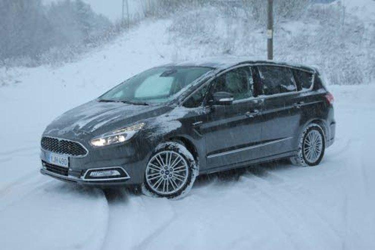 S Max Vignale >> Ford S Max Vignale Muistuttaa Ominaisuuksiltaan Edustusautoa
