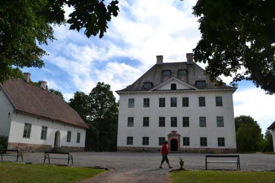 Marsalkka Mannerheimin syntymäkoti, Amiraali Herman Flemingin 1600-luvulla rakennuttama Louhisaaren kartanolinna henkii Ruotsin suurvalta-ajan loistoa.