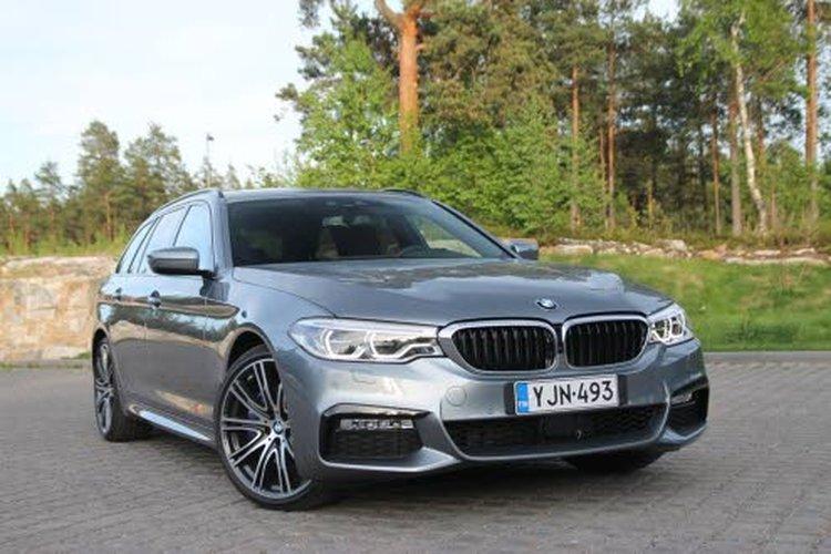 BMW 530d xDrive Touringin kasvaneet mitat on hyödynnetty matkustamon puolella.