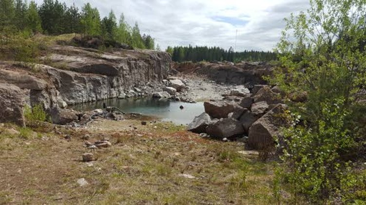 Jaloberyllikaivos sijaitsee Luumäellä Etelä-Karjalassa. Se on avolouhos.