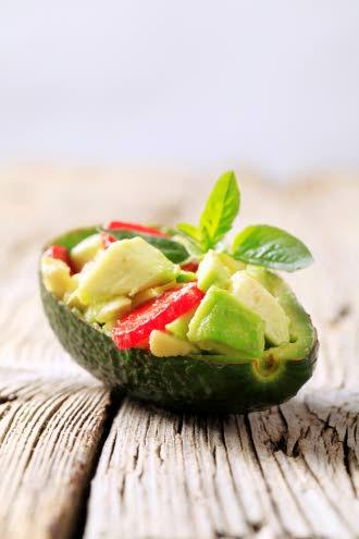 Avokadosta saa hyvää rasvaa. Avokadossa on varsin runsaasti B6-vitamiinia sekä foolihappoa. Avokadossa on myös E-vitamiinia sekä A-vitamiinin esiasteita eli karotenoideja, niin ikään siitä saa C- ja K-vitamiinia sekä kaliumia.