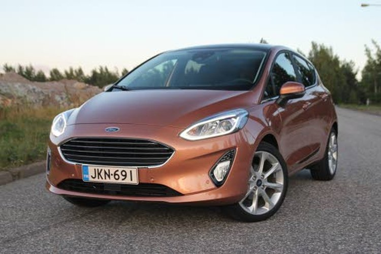 Uusi Ford Fiesta-mallisto on todella monipuolinen. Värivaihtoehtojen lisäksi autoon löytyy kolme moottoria eri tehovaihtoehtoina sekä neljä varustetasoa.