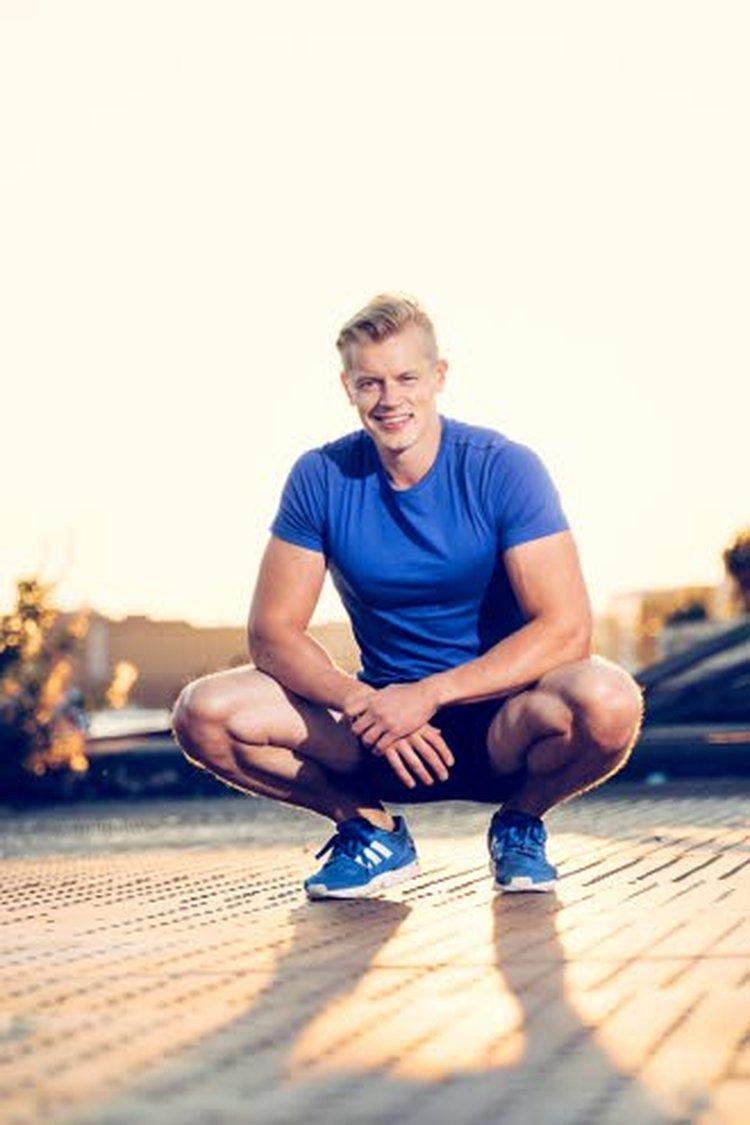 Omat elämäntapansa 33-vuotias Tomi remontoi kymmenen vuotta sitten. Tärkein muutos oli ruokalautasella. Hän liikkuu joka päivä ja pyrkii tekemään vähintään neljä kovaa harjoitusta viikossa.
