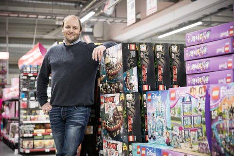 J. Kärkkäinen Oy:n henkilöstöjohtaja Tuomo Kellokosken mukaan työtekijöiden kokopäivätoimisuus heijastuu vahvana sitoutumisen asteena työpaikkaansa. Kokopäivätoimisen työn tarjoaminen on myös J. Kärkkäinen Oy:n eettisten arvojen mukainen valinta.