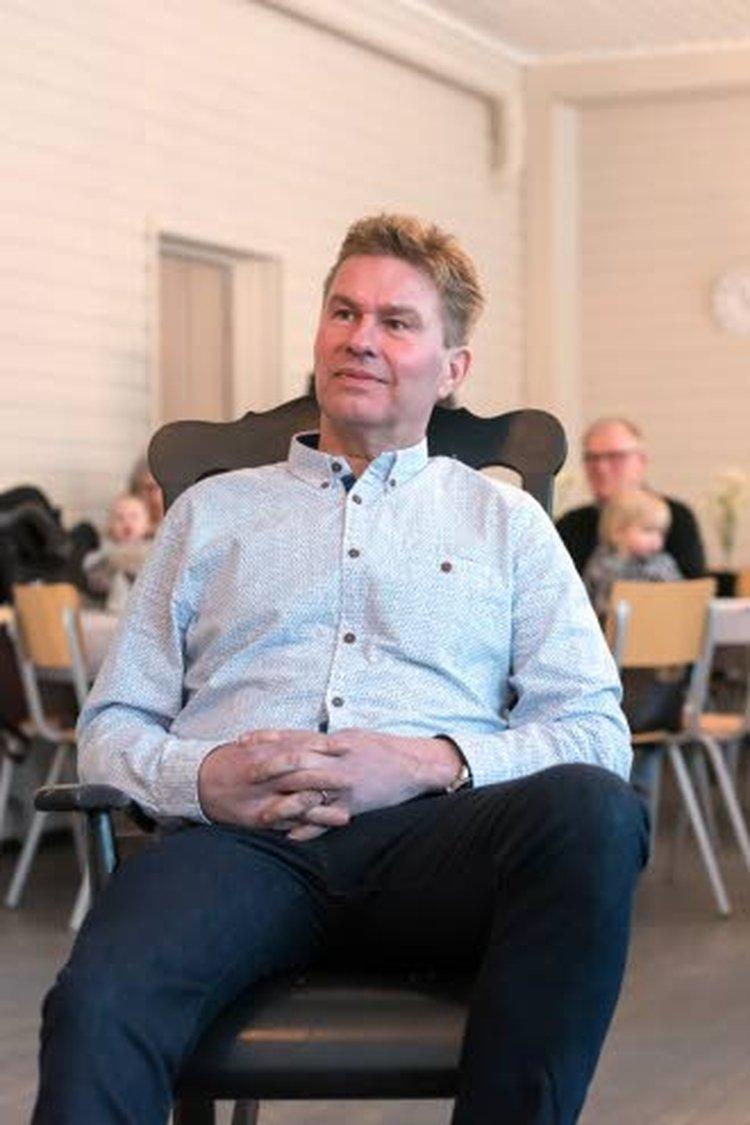 Kuluttajat äänestävät mieleisellään tavalla. Kärkkäisen verkkokauppa karkkainen.com on noussut huimaa vauhtia Suomen suosituimpien sivustojen joukkoon. Kaikista Suomen sivustoista se on sijalla 179, Kauppaliikkeistä kymmenen parhaan joukossa Verkkokauppacomin, Motonetin ja Prisman kanssa. Mainittakoon, että Stockmann löytyy sijalta 319 ja Tokmanni sijalta 328.