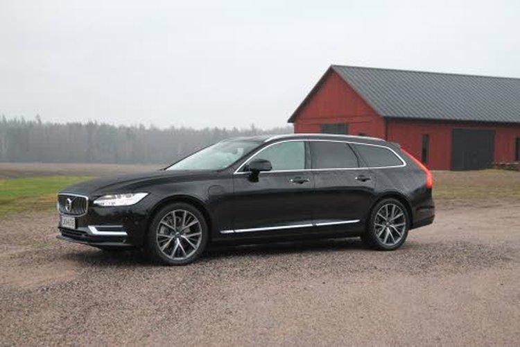 Volvo T8-mallia voisi kutsua monivetoiseksi. Kun ajetaan pelkällä bensamoottorilla, auto on etuvetoinen. Sähköllä ajettaessa auto on puolestaan takavetoinen.