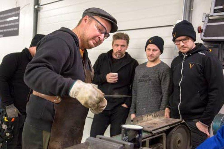 Puukkoseppä Mikko Inkeroisen tekemät puukot ovat saavuttaneet useita SM-palkintosijoja, joista viisi on kultaista.