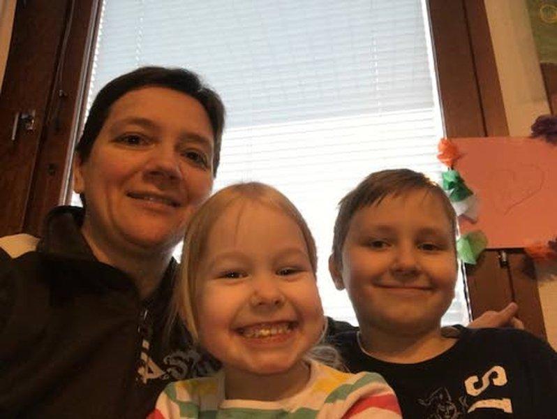 Johannan lapset Jenna, 6, ja Jesse, 9, odottavat innolla äidin olympiakisoja.