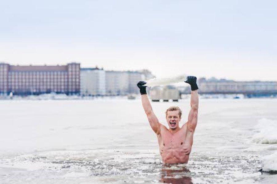 Tomi Kokko pyrkii käymään joka päivä kylmäuinnilla.