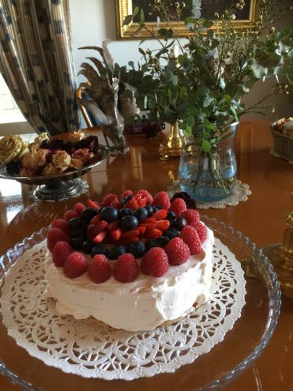 Parsakeiton kanssa päivälliseksi maistuu hedelmäinen leikkelelautanen, jossa on monipuolisesti hedelmiä, marjoja ja vaikkapa lihahyytelöä. Balsamico ja omenaviinietikka piristävät avokadoa, rosepippuri ja sitruunapippuri maustavat hedelmät pikantisti.