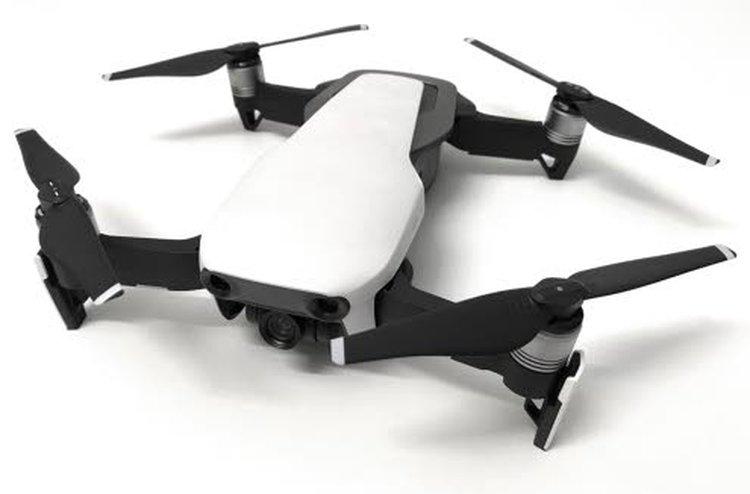 DJI Mavic Air on liikkuvan kuvaajan kuvauskopteri. Esimerkiksi Kärkkäisen valikoimissa sen hinta on 849 euroa.
