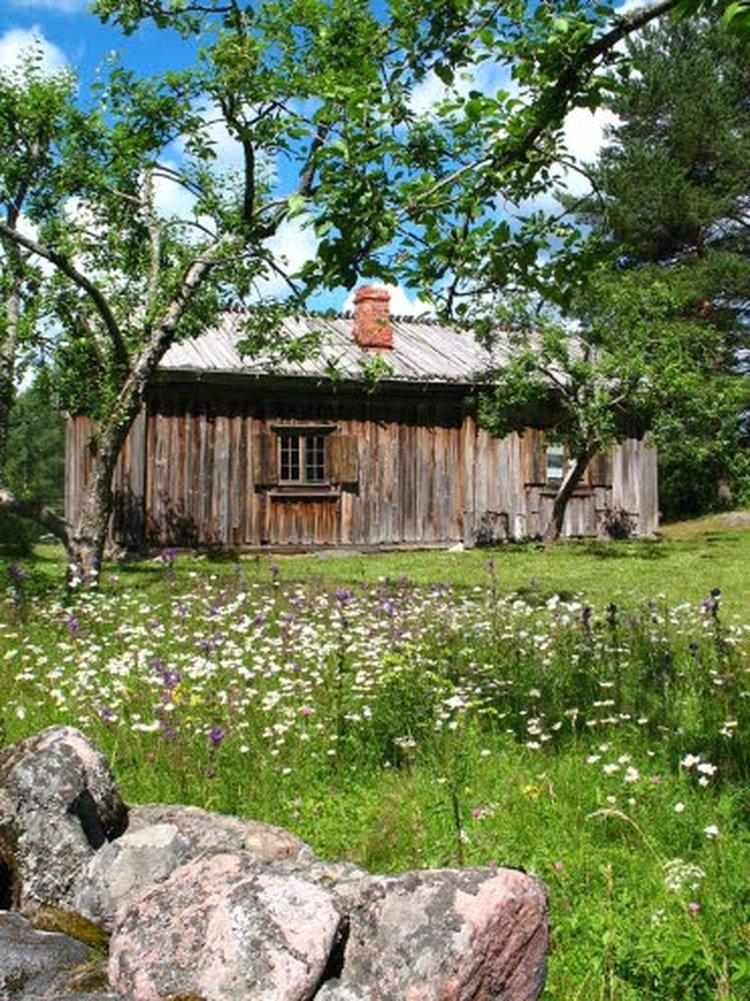 Paikkarin torppa on kauniina kesäpäivänä idyllinen paikka. Tässä torpassa Elias Lönnrot syntyi 216 vuotta sitten.