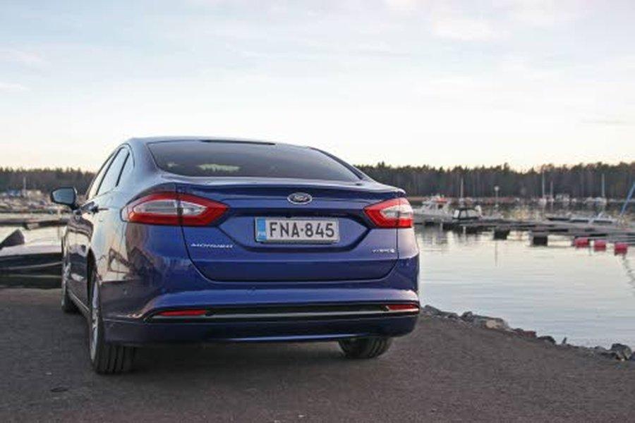 Ford Mondeo Hybrid on korimalliltaan aina neliovinen.