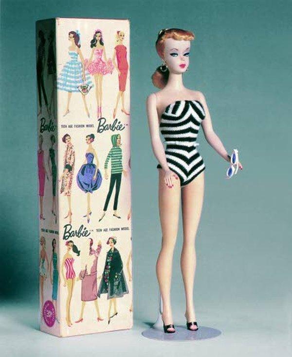 Barbie Millicent Roberts, maailman ensimmäinen Barbie vuodelta 1959 on myös mukana Kansallismuseon näyttelyssä.