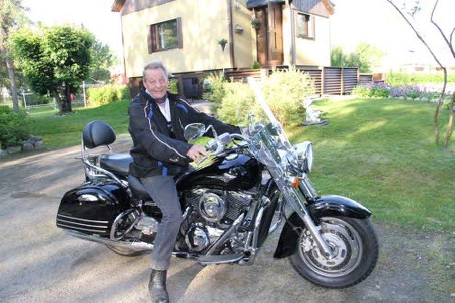 Markku Luomalalla on tätä nykyä Kawasaki VN1600 ClassicTourer moottoripyörä.