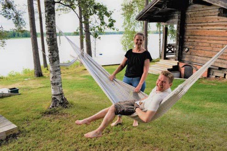 Kinnulassa Kivijärven rannalla oleva mökki on koko Kärkkäisen perheelle tärkeä akkujen latauspaikka.