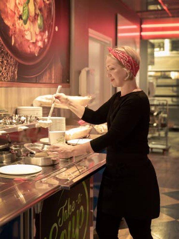 – Suosittu Take a Soup -keittolounas jatkaa arkisin, kun Ylivieskan Kärkkäisen ScanBurger muuttuu syyskuun aikana Fresh!Burgeriksi, kertoo ravintolapäällikkö Piia Ruuska.