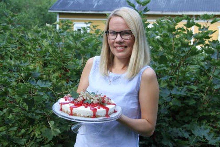 Alisa Kuukasjärven kirja Vesitornin kahvilassa sisältää sekä suolaisia että makeita leivontareseptejä. Olennaista niissä on terveellisyys ja reseptien soveltuvuus myös erityisruokavaliota noudattaville.