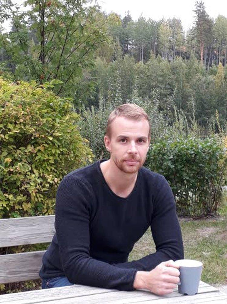 Lauri Merikivi muistuttaa ihmisen pääsevän parhaimpaansa, kun uskaltaa myös nauttia elämästä.