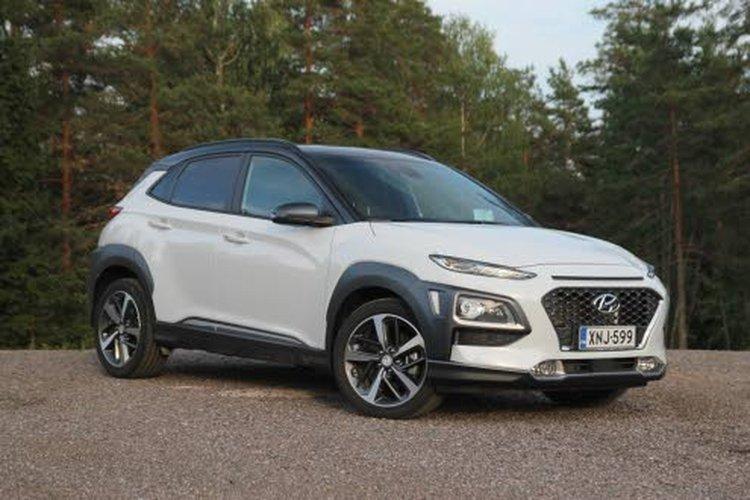 Tehokkaamman moottorin jatkeena on Hyundain 7-portainen kaksoiskytkinvaihteisto ja neliveto. Normaaliajossa auto on etuvetoinen, mutta pidon heikentyessä järjestelmä siirtää jopa 50 % moottorin väännöstä taka-akselille.