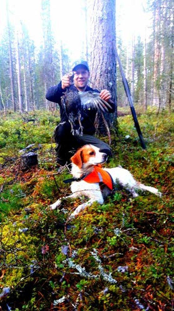 Metsämies Lasse Kainua on saaliinsa saanut.