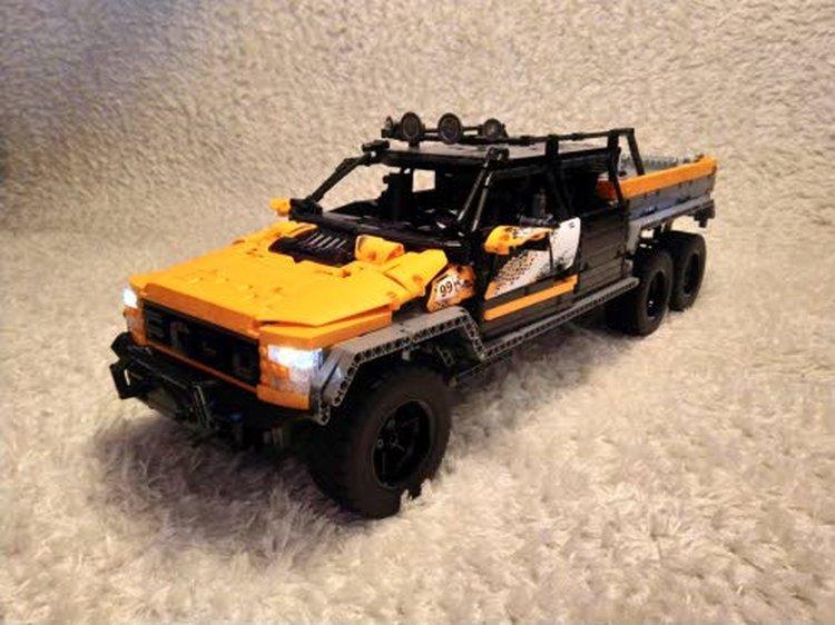 Tuomas Pyykkösen rakentama Jeep Wrangler Trailcat -maastoauto on noin 30 senttiä pitkä, siinä on neliveto, 2-vaihteinen vaihteisto, toimiva jousitus sekä ohjaus ja moottorit.