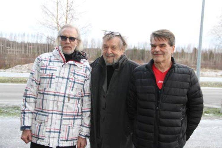 – Entiset juopot, nykyiset alkoholistit tässä! toteavat Pekka Seppelin (vas.), Simo Seppelin ja Ari Pellinen.