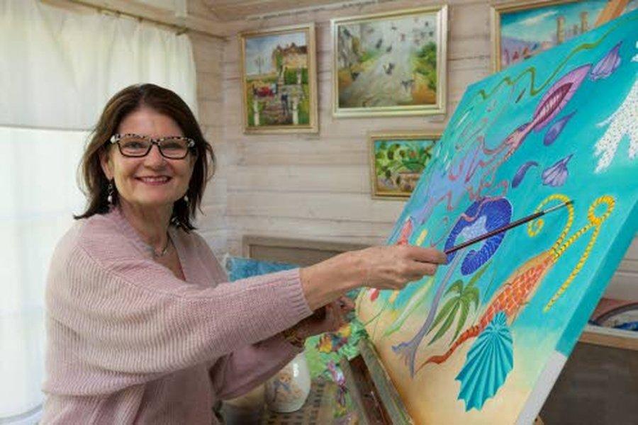 Kansanedustajauransa jälkeen Sinikka Hurskainen antautui maalaustaiteelle.