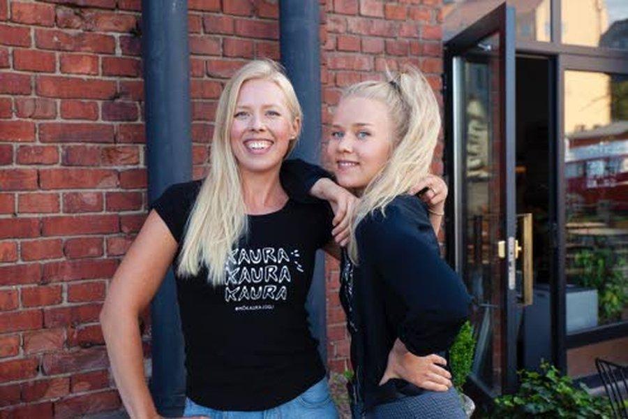 Annamari Jukkola (vas.) on valmistunut Helsingin yliopiston Viikin kampukselta maitotieteiden maisteriksi.