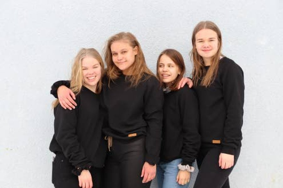 Puella Ny -yrityksen perustivat Reisjärven kristillisen opiston yrittäjyyslinjan opiskelijat Ella-Sofia Hyväri (vas.), Olivia Poikola, Aino Nurkkala ja Amanda Taskila.