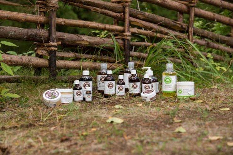 Tervaskanto-tuotteiden pääraaka-aineet ovat terva, pihka, pikiöljy, kuusenoksauute ja hunaja, joita yritys jalostaa satoja litroja vuosittain. Näistä valmistetaan muun muassa voiteita, hiustenhoitotuotteita, saippuoita sekä saunatuotteita. Tervasta suklaatakin. Myös eläimille on oma tuotesarja.