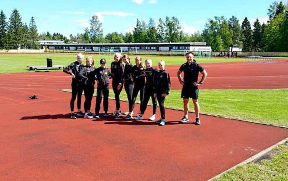 Patrik Mattson valmentaa Limingan Niittomiehissä pikamatkojen: 100, 200 ja 300 metrin juoksijoita sekä hyppylajien harrastajia: pituus- ja korkeushyppääjiä sekä kolmiloikkaajia.