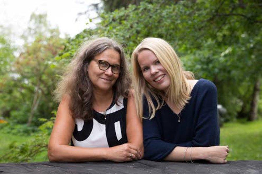 Homeopatian kouluttajat Päivi Mustajärvi ja Alisa Kuukasjärvi – äiti ja tytär – korostavat, että maksan kunto vaikuttaa myös mielialaan.