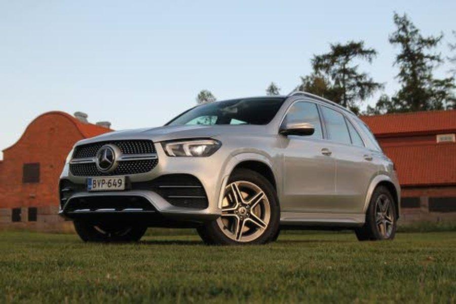 Mercedes-Benz GLE 300 d on lähes viisi metriä pitkä ja kaksi metriä leveä.