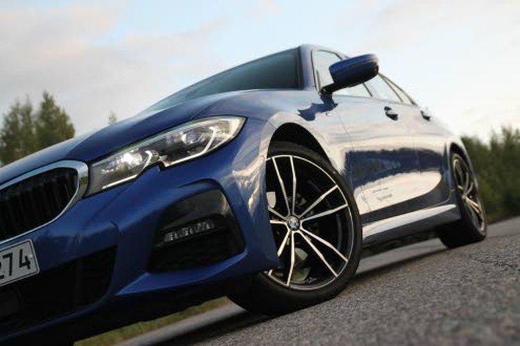 Uusi BMW 3-sarja on 76 mm pidempi, 16 mm leveämpi ja 1 mm korkeampi kuin edeltäjänsä. Akseliväli on kasvanut 41 mm.
