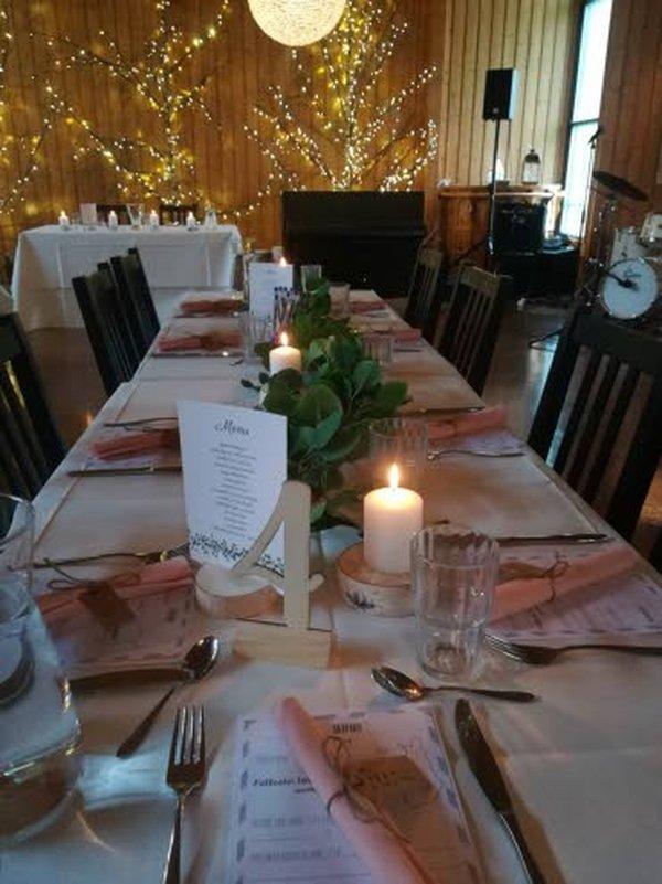 Rauhalan tiloissa on arkipäivisin lounas. Lisäksi siellä järjestetään monipuolisesti perhejuhlia ja erilaisia tilaisuuksia.